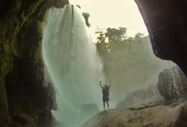 pulhapanzak-waterfall-tours-la-hamaca-hostel