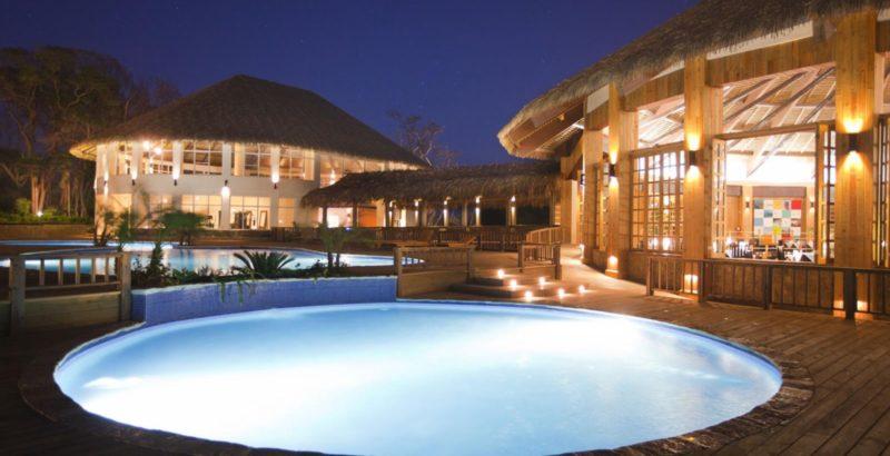 Media Luna piscina