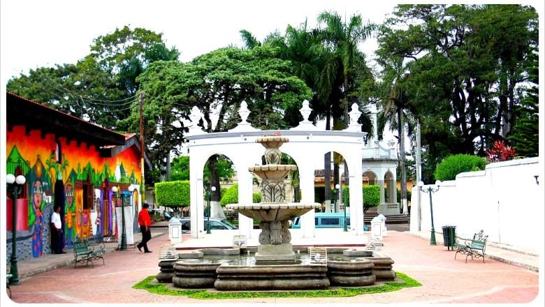 Ahuachapec-plaza1
