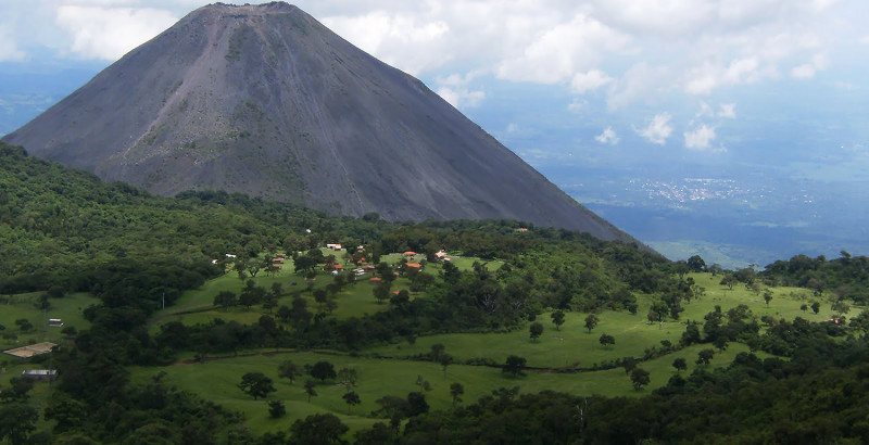 Volcano_Izalco