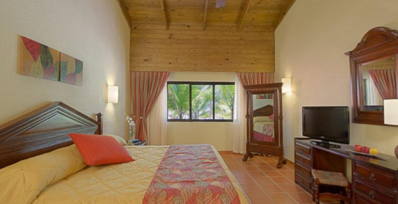 76-ogpuj_royal-club-master-suite-bedroom